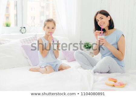 Pozitív anya lánygyermek kezdet nap finom Stock fotó © vkstudio
