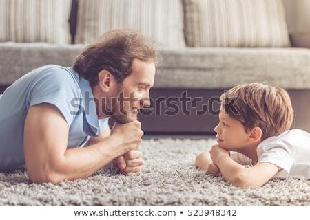 Dois sorridente crianças tapete pais sala de estar Foto stock © wavebreak_media
