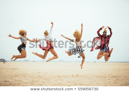 gelukkig · gratis · bikini · vrouw · genieten · strand - stockfoto © luckyraccoon