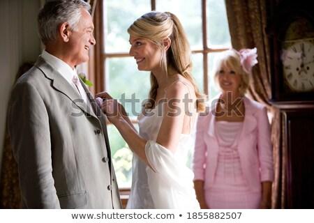 Oblubienicy matka ubieranie się ślub dzień szczęśliwy Zdjęcia stock © godfer