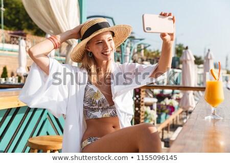 magnifico · donna · seduta · spiaggia - foto d'archivio © deandrobot