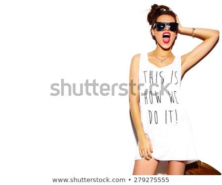 Csinos barna hajú nő lezser ruházat napszemüveg Stock fotó © deandrobot