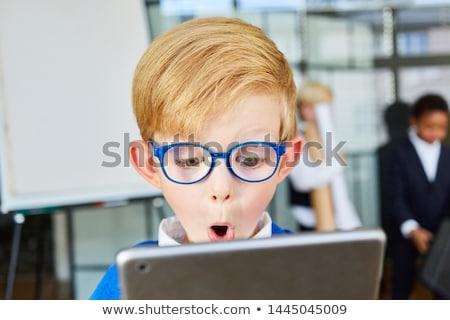 fiatal · gyermek · nyitva · számítógép · kék · póló - stock fotó © gewoldi