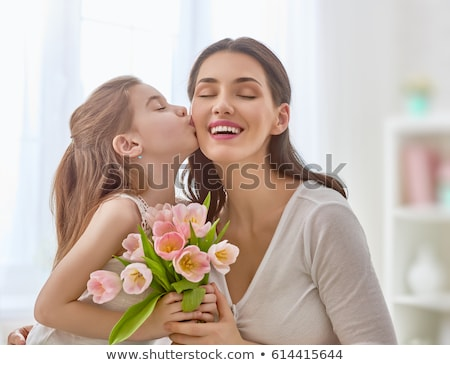sorridente · jovem · mamãe · sala · de · estar · família · sorrir - foto stock © get4net
