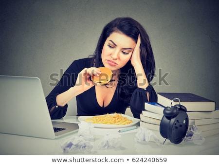 Mulher alimentação cheeseburger fries secretária negócio Foto stock © photography33