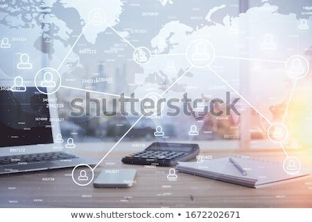 medios · de · comunicación · social · botón · soluciones · aislado · blanco · mano - foto stock © tashatuvango