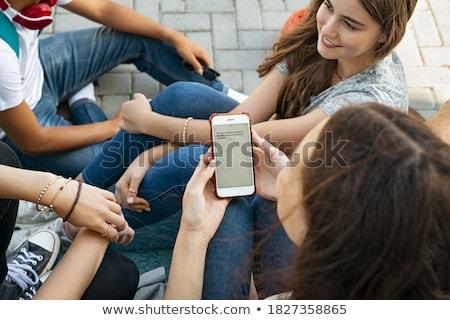 Jeune femme lecture téléphone Photo stock © bmonteny