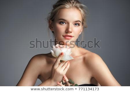 mulher · posando · flores · bela · mulher · flores · silvestres · parque - foto stock © elnur