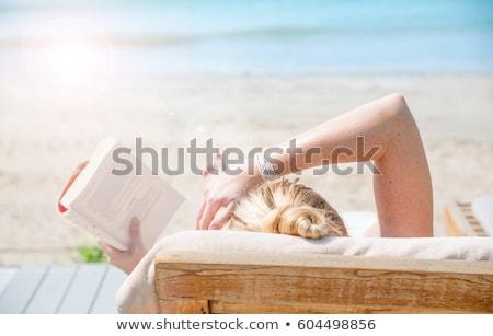 mulher · jovem · leitura · livro · relaxante - foto stock © -baks-