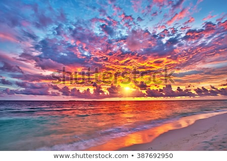 Fényes naplemente óceán fantasztikus napfelkelte víz Stock fotó © alinamd