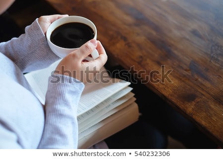 magányos · nő · iszik · kávé · reggel · felső - stock fotó © ichiosea