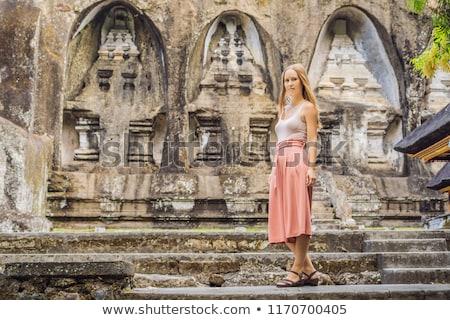 Mulher jovem antigo pedra templo real bali Foto stock © galitskaya