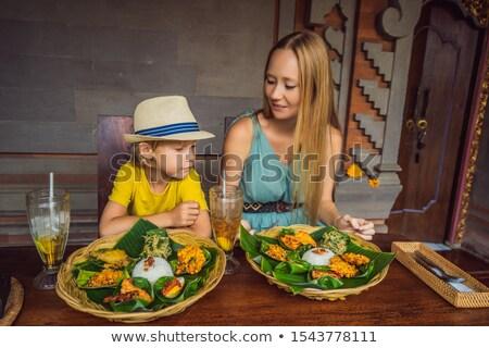 Mamãe filho turistas indonésio comida café Foto stock © galitskaya