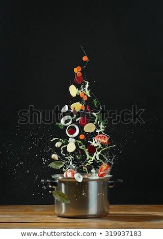 Foto stock: Legumes · frescos · queda · aço · inoxidável · mesa · de · madeira · cozinhar · comida · vegetariana