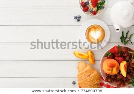 desayuno · café · croissant · bayas · taza · placa - foto stock © rastudio