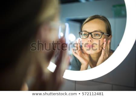 Fiatal nő ásít fürdőszoba tükör reggel virrasztás Stock fotó © lightpoet