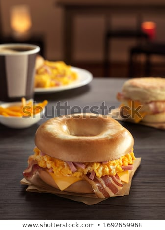 Rustiek spek ei ontbijt sandwich Stockfoto © zkruger