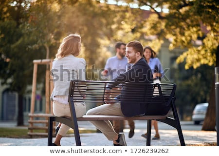Employés de bureau amis parler rue de la ville affaires communication Photo stock © dolgachov