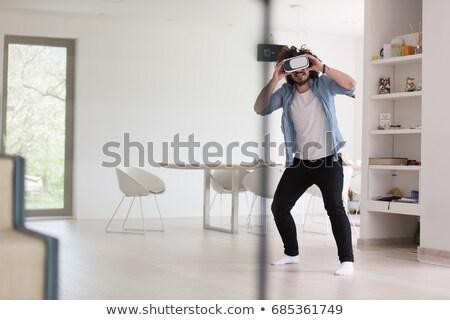 Człowiek faktyczny rzeczywistość zestawu salon domu Zdjęcia stock © wavebreak_media