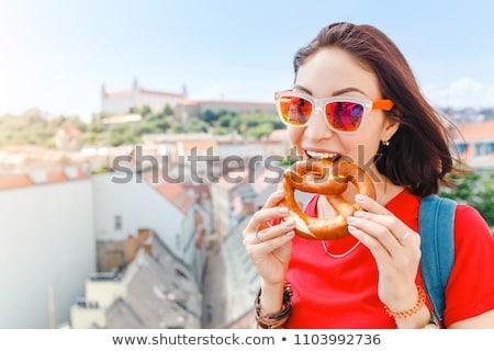 Manger bretzels jeunes sexy oktoberfest femme Photo stock © Fisher