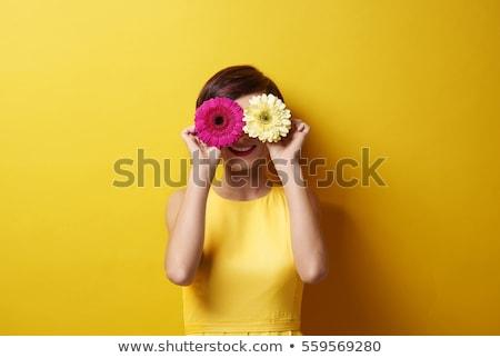 retrato · mujer · sombrero · flores · cielo · cara - foto stock © is2