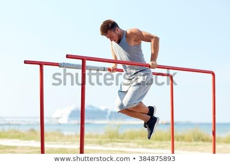 男 上腕三頭筋 ディップ パラレル バー ジム ストックフォト © dolgachov