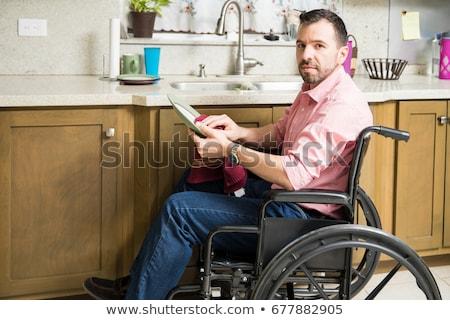 Gehandicapten man rolstoel schoonmaken home kamer Stockfoto © Elnur