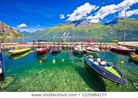 Prędkości łodzi kolorowy jezioro widoku krajobraz Zdjęcia stock © xbrchx