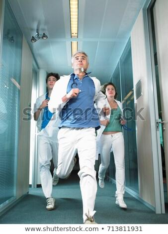 trzy · lekarzy · uruchomiony · lobby · lekarza · medycznych - zdjęcia stock © is2