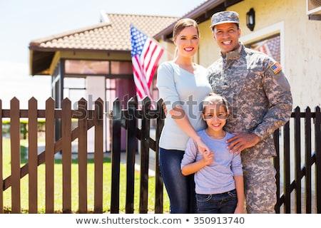 счастливым солдата семьи за пределами домой Сток-фото © AndreyPopov