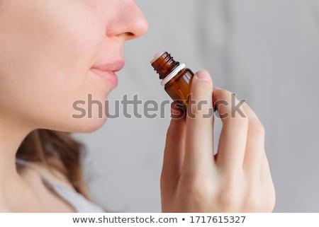 Cheiro mulher grãos de café mão Foto stock © jayfish