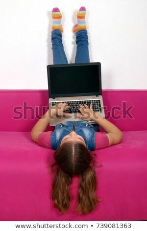 Little girl laptop de cabeça para baixo cama computador feliz Foto stock © goce