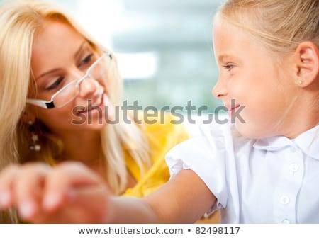 Foto d'archivio: Giovani · bella · insegnante · aiutare · studenti