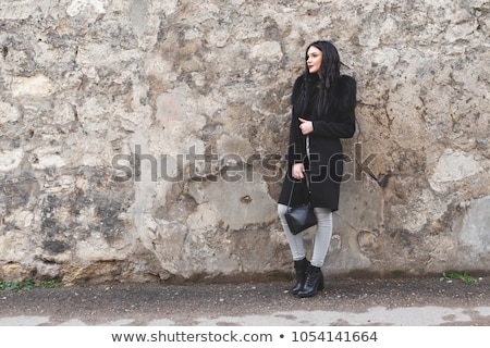 Mulher jovem velho stonewall camisas em pé Foto stock © maros_b