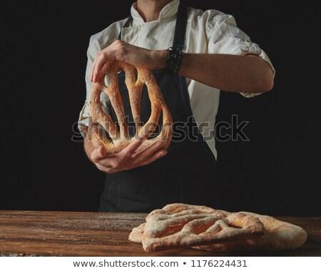 Mãos homens pão padeiro orgânico Foto stock © artjazz