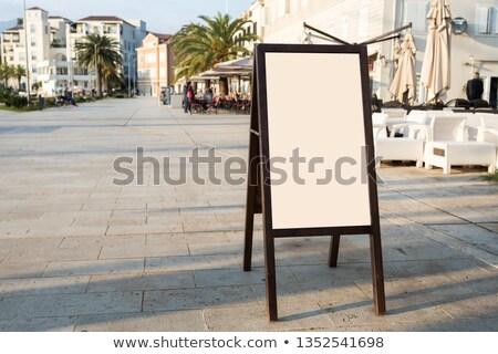 Hirdetés óriásplakát felfelé régi épület homlokzat üres Stock fotó © stevanovicigor