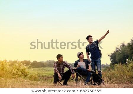 Trzy osoby patrząc Pokaż górskich zimą wakacje Zdjęcia stock © IS2