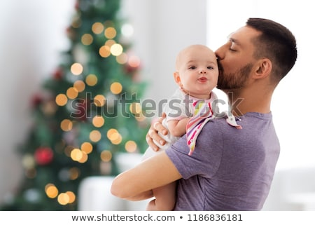 Ojciec całując baby córka choinka rodziny Zdjęcia stock © dolgachov