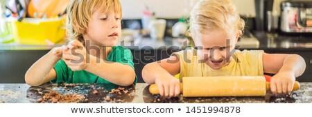 Dwa dzieci chłopca dziewczyna cookie Zdjęcia stock © galitskaya