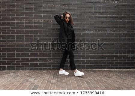 Gyönyörű lány város fekete fal eső káprázatos Stock fotó © ruslanshramko