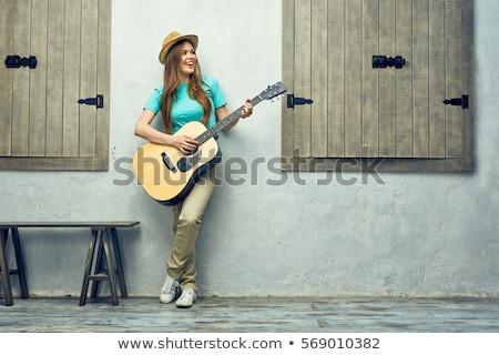 Stok fotoğraf: Gülümseyen · kadın · oynama · gitar · pencere · fotoğraf · geç