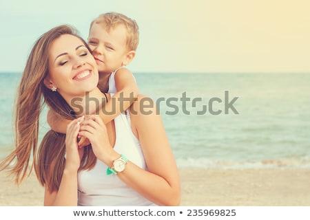 Kadın oynama oğul plaj aile çocuk Stok fotoğraf © bmonteny