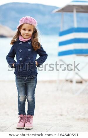 nina · posando · mar · vacaciones · cute · pequeño - foto stock © cwzahner