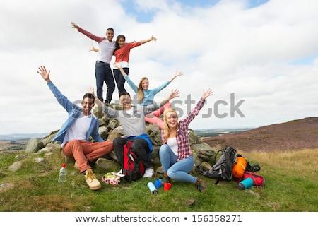 grupo · jóvenes · amigos · camping · mujer - foto stock © highwaystarz