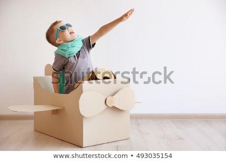 kicsi · fiú · vállak · égbolt · mosoly · szeretet - stock fotó © ozgur