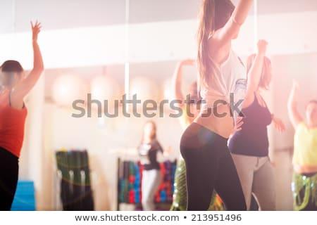 gruppo · sorridere · persone · dancing · palestra · studio - foto d'archivio © dolgachov