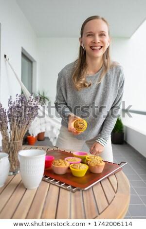 Mosolyog fiatal nő elvesz törik sütés karácsony Stock fotó © dash