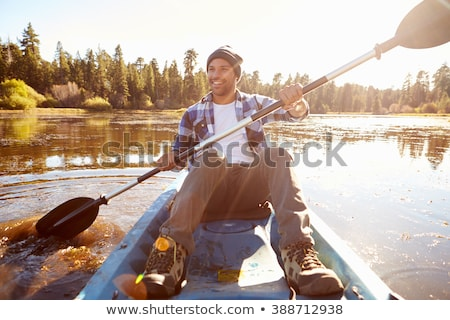Foto stock: Sonriendo · hombre · remo · kayak · retrato · lago