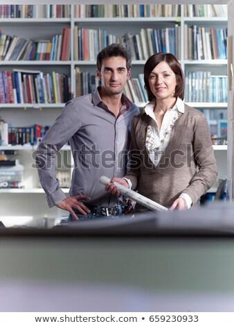 Architekt · lächelnd · Kamera · halten · Blaupause - stock foto © is2