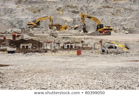 dolgozik · sóder · ipari · üzlet · építkezés · természet - stock fotó © kzenon